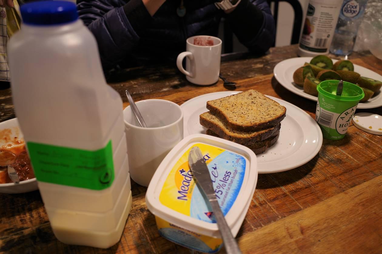 YHAで朝食