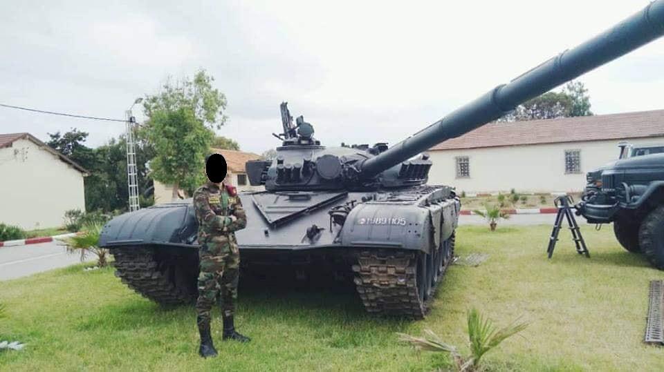 صور دبابات قتال رئيسية الجزائرية T-72M/M1/B/BK/AG/S ] Main Battle Tank Algerian ]   - صفحة 4 47080207104_13d6570133_b