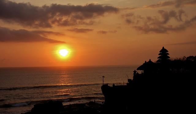 INDONESIEN, Bali -  Sonnenuntergang am Meerestempel Pura Tanah Lot am Ind. Ozean, (serie) 18216/11495