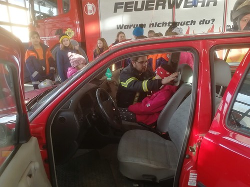 Helpis bei der Feuerwehr