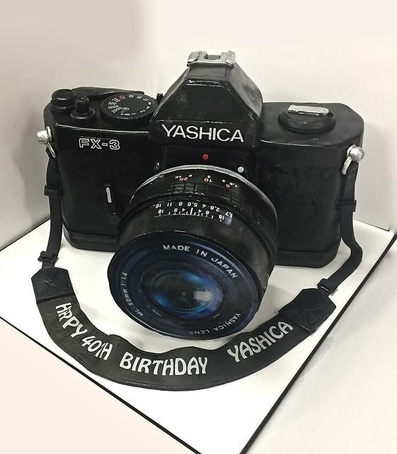 yashica-vintage-camera-cake