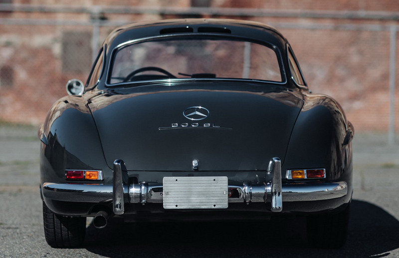 d5b68e33-mercedes-300sl-gullwing-03