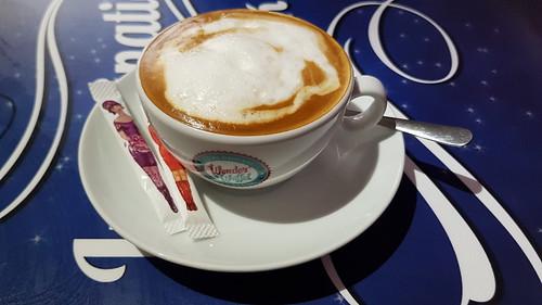 Cappuccino (in der Osnabrücker WonderWaffel-Filiale)