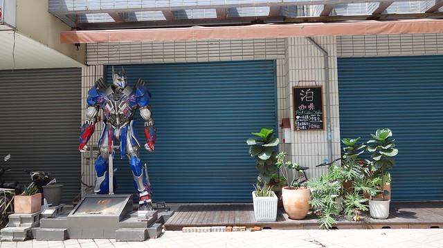 左營翠峰社區泊咖啡的機器人