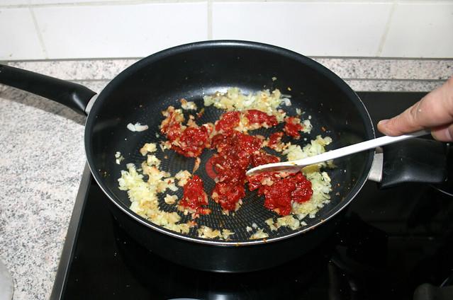 23 - Tomatenmark anrösten / Braise tomato puree