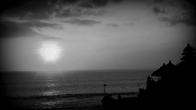 INDONESIEN, Bali -  Sonnenuntergang am Meerestempel Pura Tanah Lot am Ind. Ozean, (serie) 18222/11503
