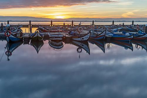 fishing boats portugal aveiro lagoon reflection dawn sunrise pier dock