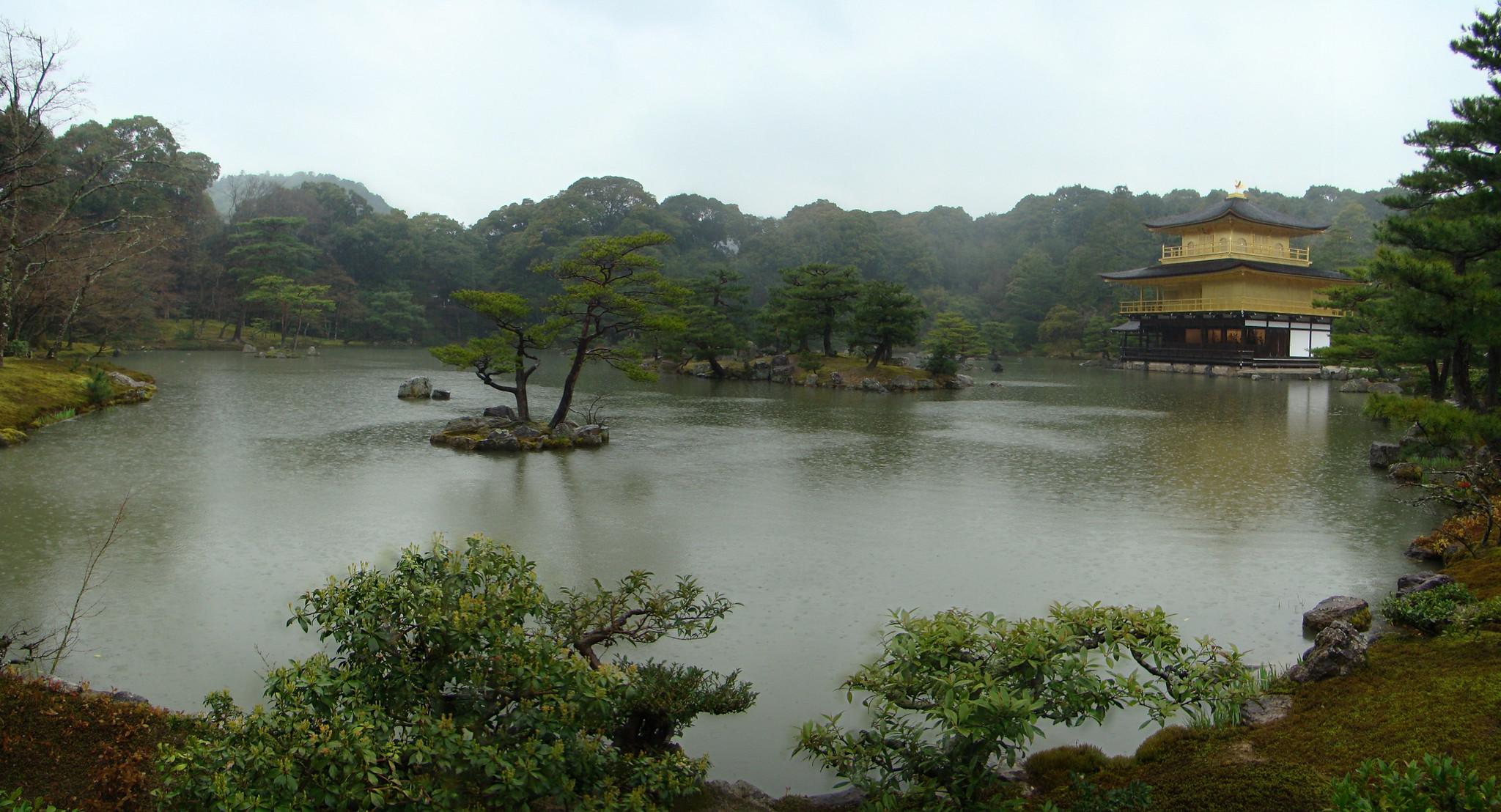 Pabellon Dorado y Estanque Espejo de agua Kyoko-chi Kioto Japon