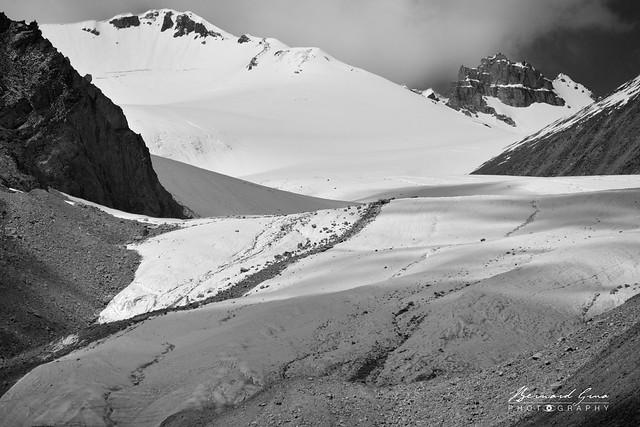 Glacier au col de Kunjerab (4 693 m) sur la Karakoram Highway