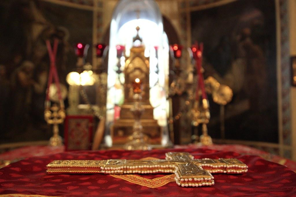 Епископ Воскресенский Дионисий совершил Божественную литургию в храме святых апостолов Петра и Павла в Лефортове