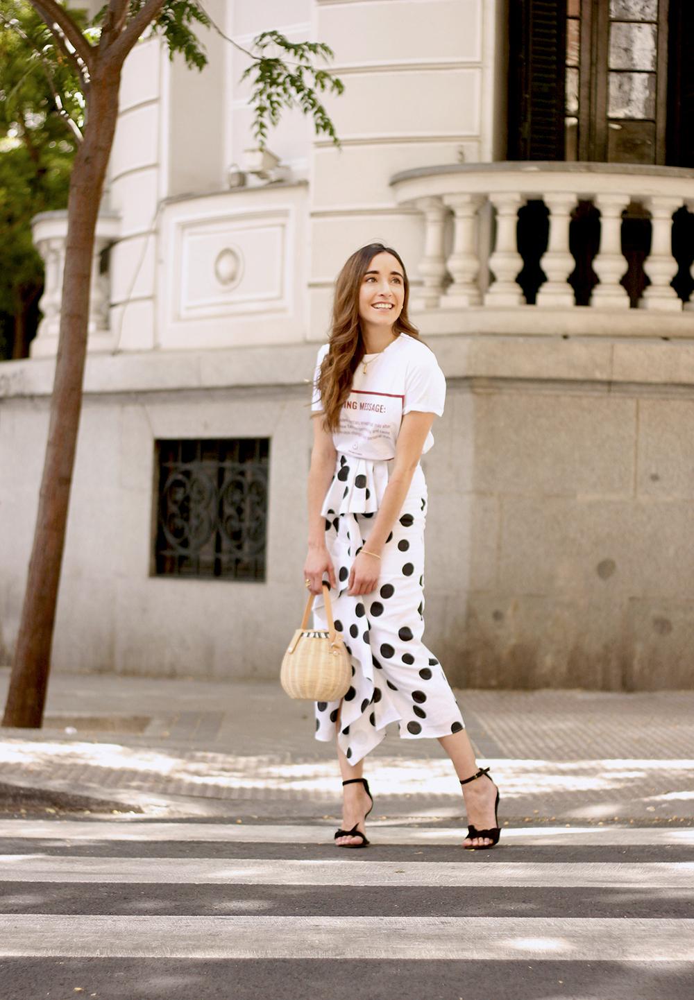 midi linen polka dots skirt black heels street style outfit 20196