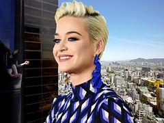 Giantess Katy Perry