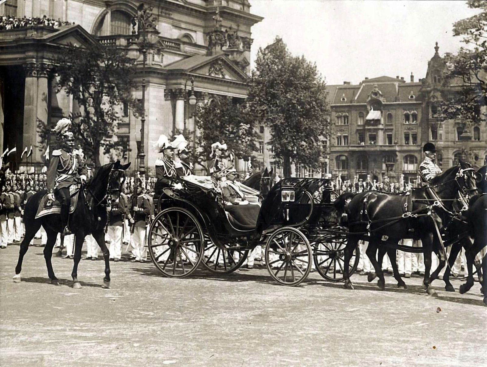 1913. Царь Николай II, Вильгельм II и герцог Камберлендский в Берлине 24 мая,