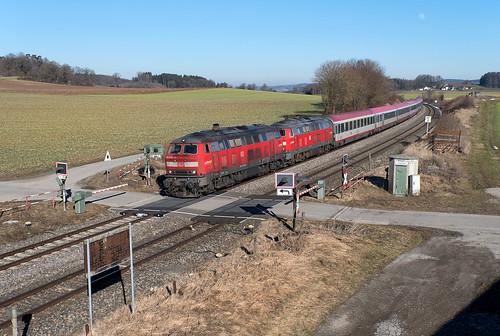 IC 119 am BÜ von Wattenweiler
