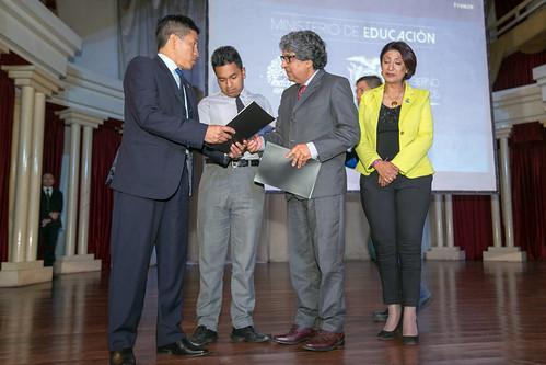 Firma del compromiso y entrega de la propuesta sobre el Acuerdo Nacional por la Educación - Ambato