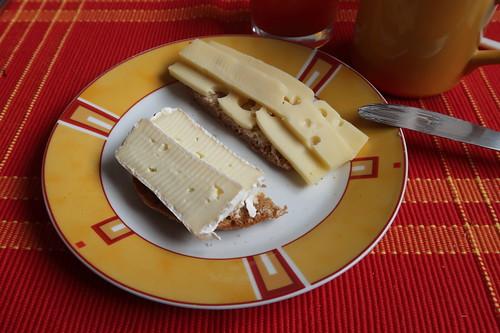 Toastie mit Camembert und Edamer