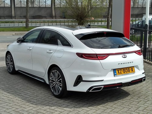 2019 Kia Proceed Photo