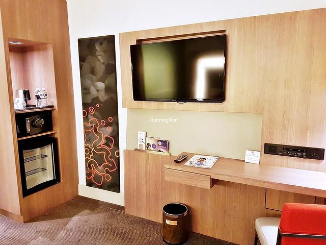 Novotel Melaka 04 - Living Room & Pantry