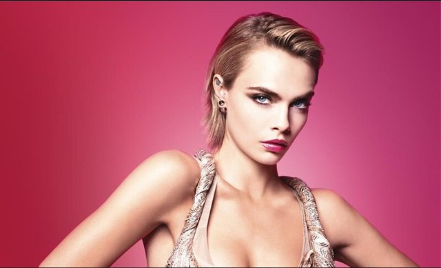 CARA DELEVINGNE de Dior Addict Stellar Shine Inbox x Dior x