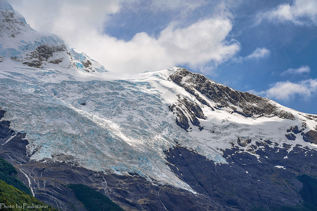 Hanging glacier / Висячий ледник