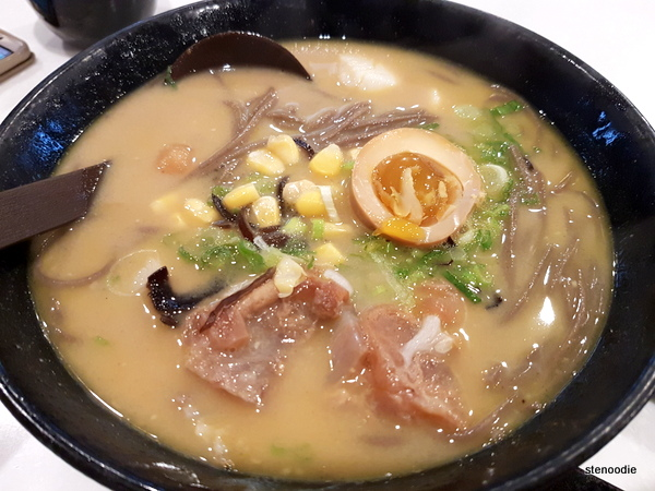 soba in curry soup with beef tendon and scallop