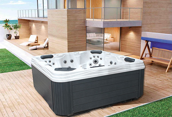 jazzi-hot-tub