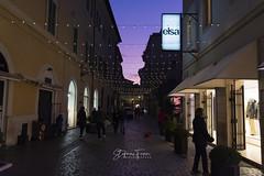 Terni, via Fratini nel tramonto natalizio