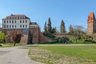 Burg Tangermünde aus Richtung Elbufer