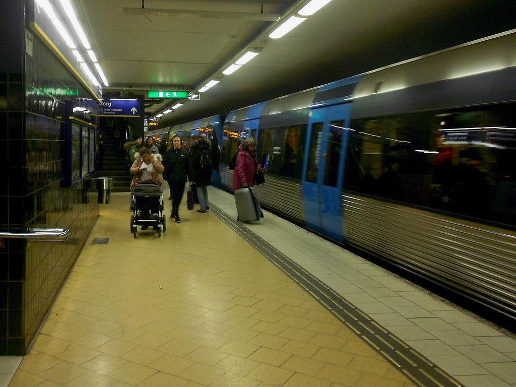 """Метро Стокгольма. Станция """"Slussen""""."""