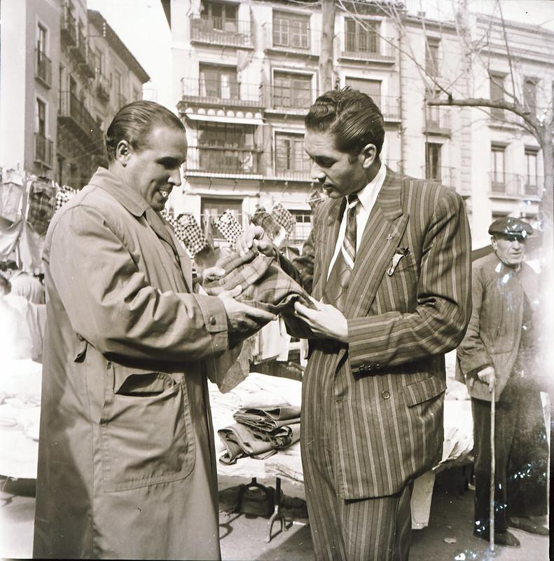 Mercadillo del Martes en Zocodover en los años 50. Fotografía de Victoriano de Tena Sardón.