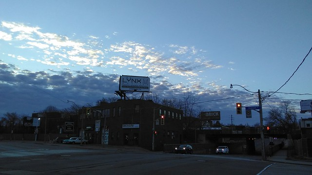 Glowing clouds to the west (2) #toronto #dupontstreet #dufferinstreet #blue #evening #sky #clouds #white