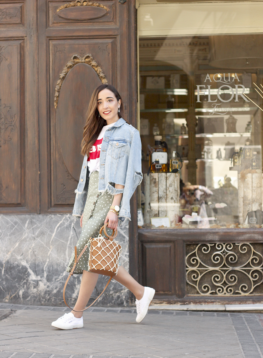midi polka dots skirt denim jacket levis tshirt superga sneakers street style casual outfit spring 20195