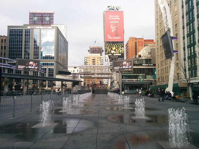 East amid the fountains, Yonge-Dundas Square #toronto #yongeanddundas #yongedundassquare #fountain #evening