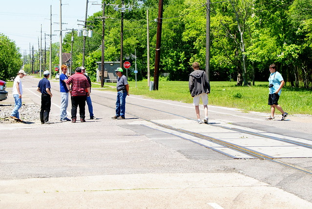 4/20/2019: Street running, Beaumont style! BNSF U-OKCBNT @ MP0.72 Willow Street gc; Red River Division / Silsbee Subdivision; Beaumont, TX