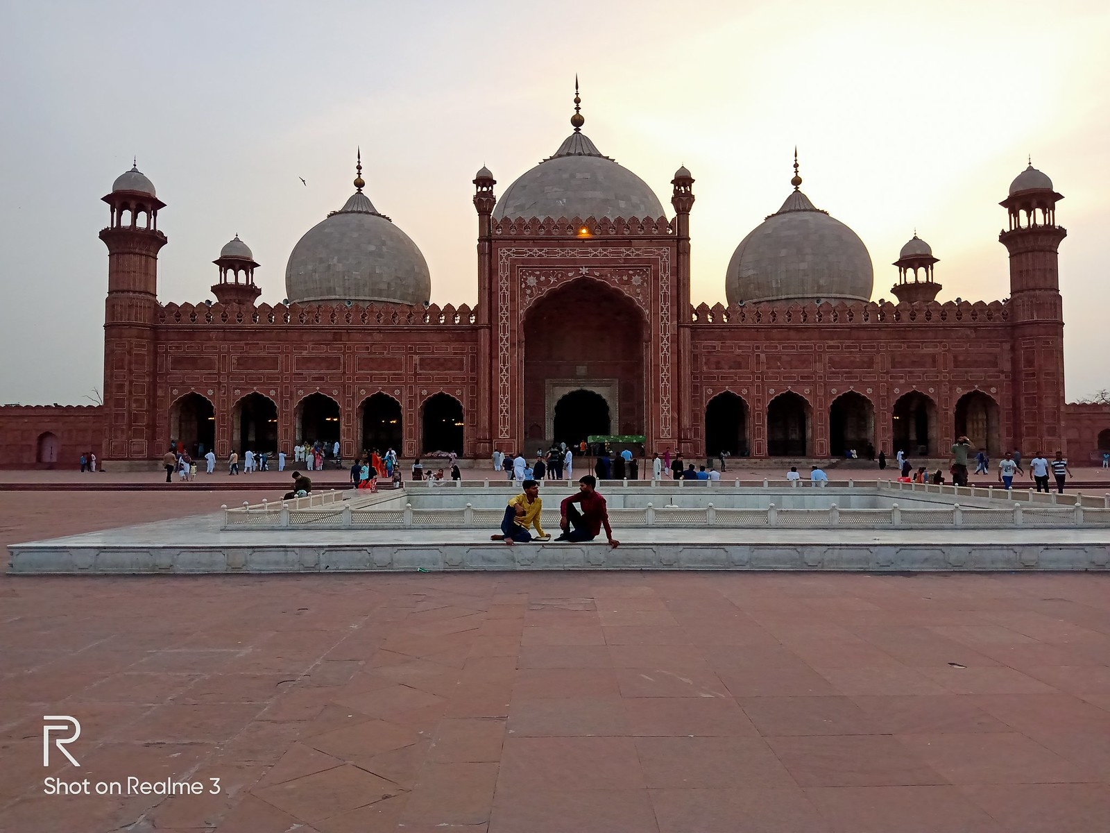 Badshahi Mosque Picture with Chroma Mode on Realme 3