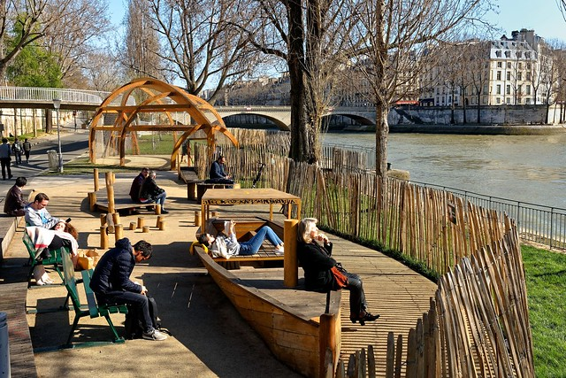 Paris / An afternoon on the riverside lanes