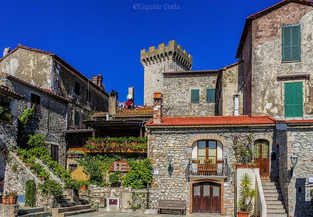 Capalbio: il borgo / Capalbio: the village