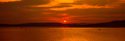 scotland pentax pentaxk20d sunset sunsetsandsilhouettes sundown sun sunlight sunshine golden firthofclyde riverclyde reflection water sky clouds