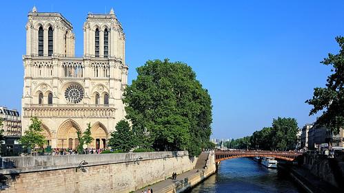 Notre Dame de Paris partiellement sauvée des flammes