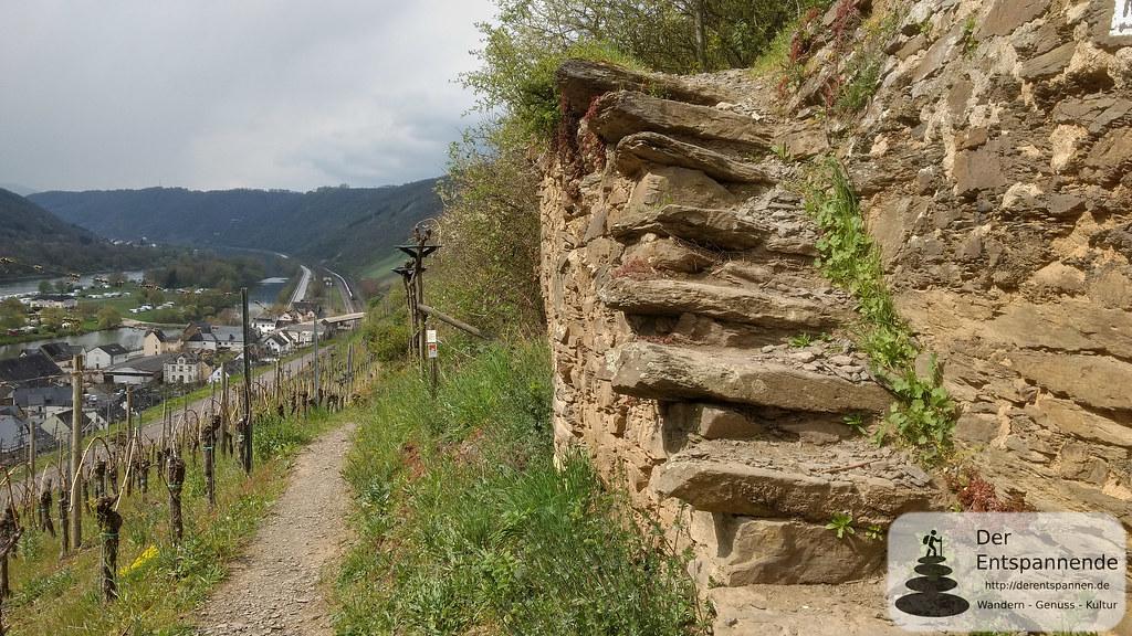 Trockenmauer mit Treppe über Hatzenport