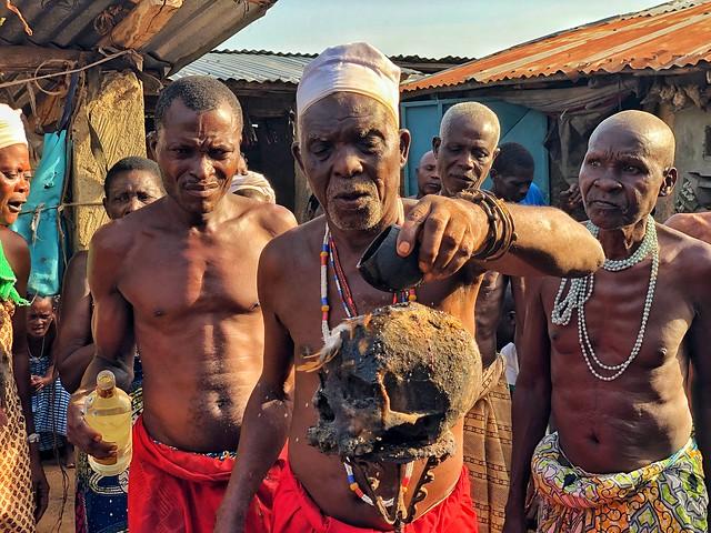 Ceremonia vudú en un templo dedicado al Shangó en Benín