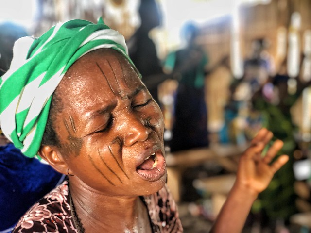 Mujer holi en Benín