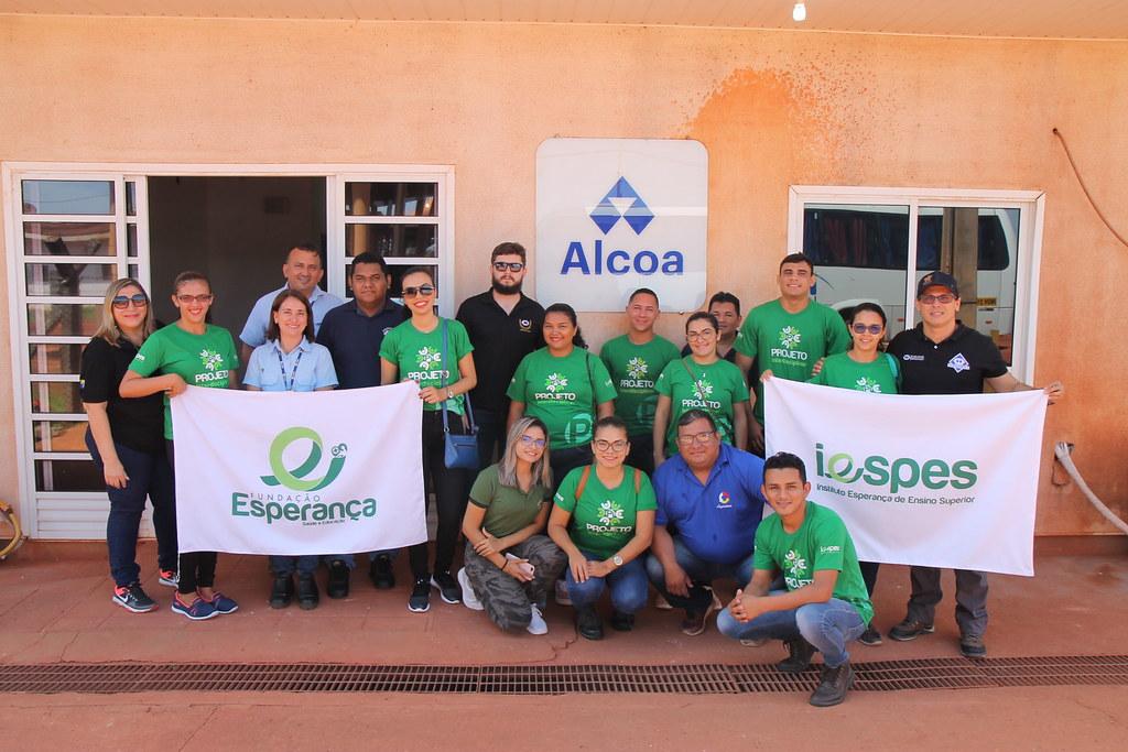 Alcoa - Juruti - Alunos e professores do Iespes com funcionários da Alcoa