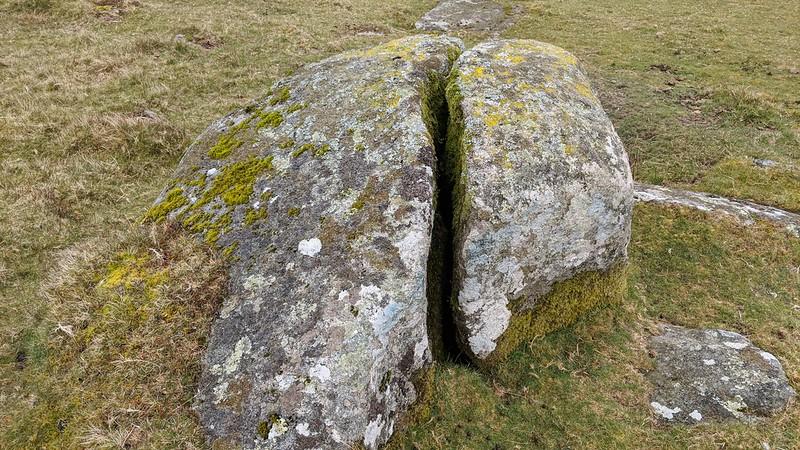 Cracked boulder below Wild Tor Clitter