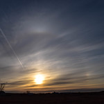 11. Aprill 2019 - 18:05 - A beautiful sundog around the sun, as the plane travels west. Saskatchewan, Canada.