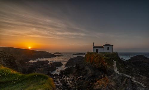 valdoviño virxe porto ermita capilla capell sol sun sunset galicia galiza lucroit mar sea sealand sigma 14mm virgen color naranja orange
