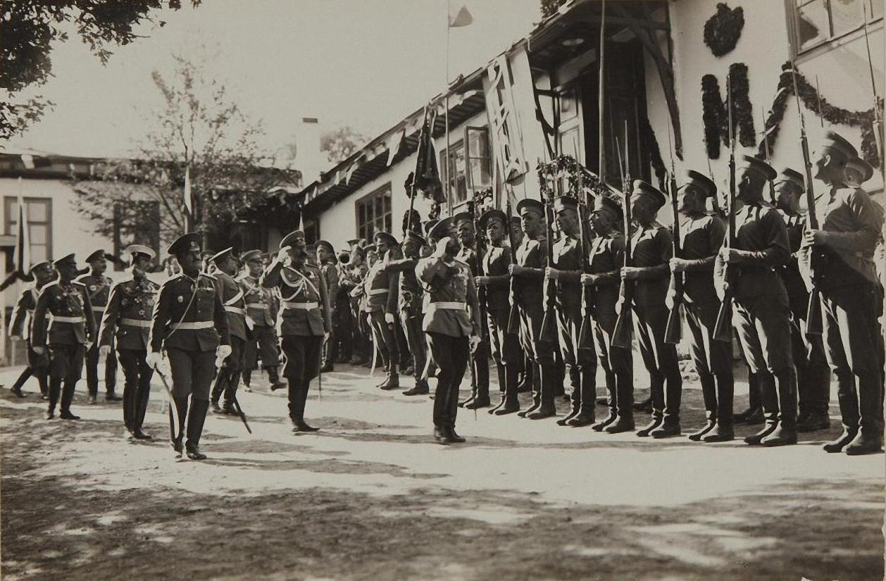 1913. Ливадия 9 октября. Парад Ширванского пехотного Е.В. полка