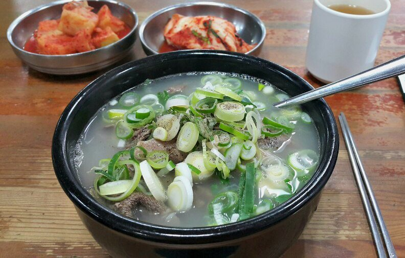 What to Eat in Seoul Korea - Seolleongtang