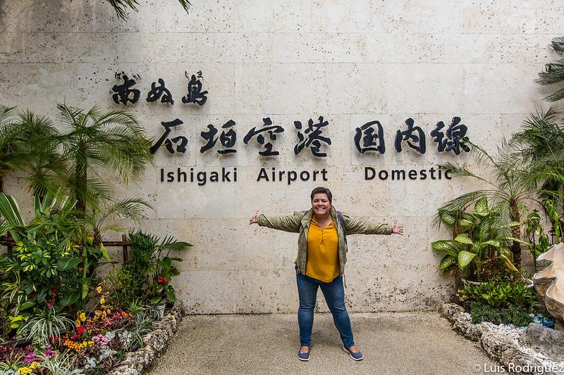 Laura en el aeropuerto de Ishigaki