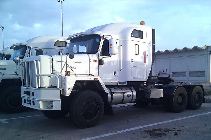 Navistar-tank-transporter-idf-trials-f-1